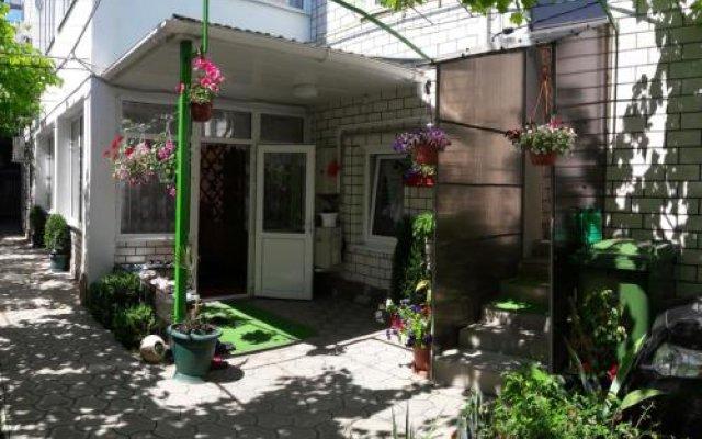 Гостиница Guest House On Novorossiyskaya в Анапе отзывы, цены и фото номеров - забронировать гостиницу Guest House On Novorossiyskaya онлайн Анапа вид на фасад