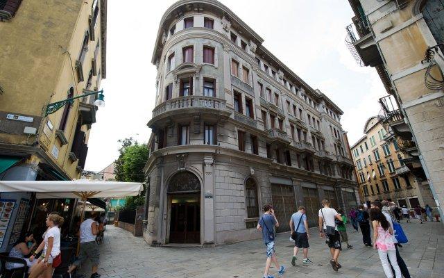 Отель Хостел Domus Civica Италия, Венеция - 3 отзыва об отеле, цены и фото номеров - забронировать отель Хостел Domus Civica онлайн вид на фасад
