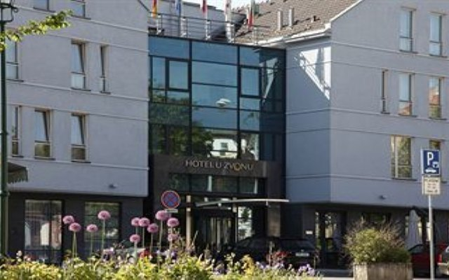 Hotel U Zvonu Пльзень вид на фасад