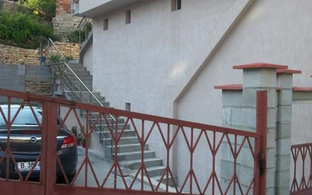 Отель Guest House Emi Балчик вид на фасад