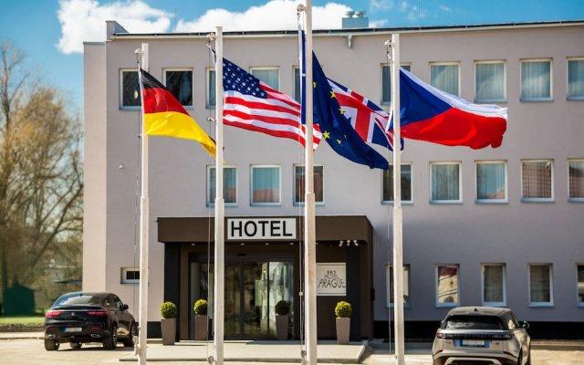 SKY Hotel Prague вид на фасад