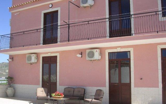 Отель Il Mirto e la Rosa Агридженто вид на фасад