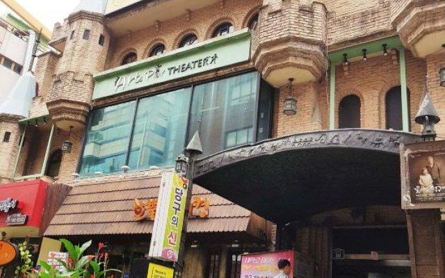 Отель 24 Guesthouse Daehakro Южная Корея, Сеул - отзывы, цены и фото номеров - забронировать отель 24 Guesthouse Daehakro онлайн вид на фасад