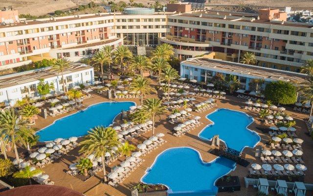 Отель Iberostar Playa Gaviotas Park - All Inclusive Испания, Джандия-Бич - отзывы, цены и фото номеров - забронировать отель Iberostar Playa Gaviotas Park - All Inclusive онлайн вид на фасад