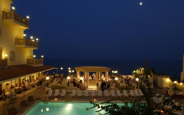 Hellenia Yachting Hotel Джардини Наксос вид на фасад