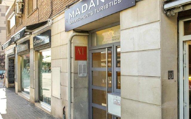 Отель Apartamentos Madanis - Hospitalet de Llobregat Испания, Оспиталет-де-Льобрегат - отзывы, цены и фото номеров - забронировать отель Apartamentos Madanis - Hospitalet de Llobregat онлайн вид на фасад