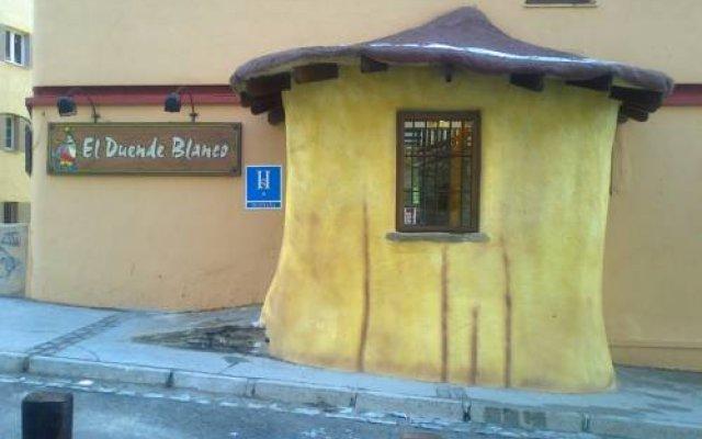 Отель Hostal El Duende Blanco вид на фасад