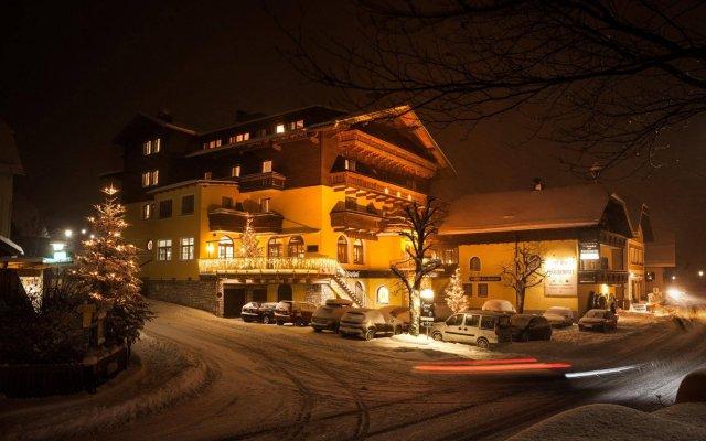 Hotel Gasthof Zum Kirchenwirt Пух-Халлайн вид на фасад
