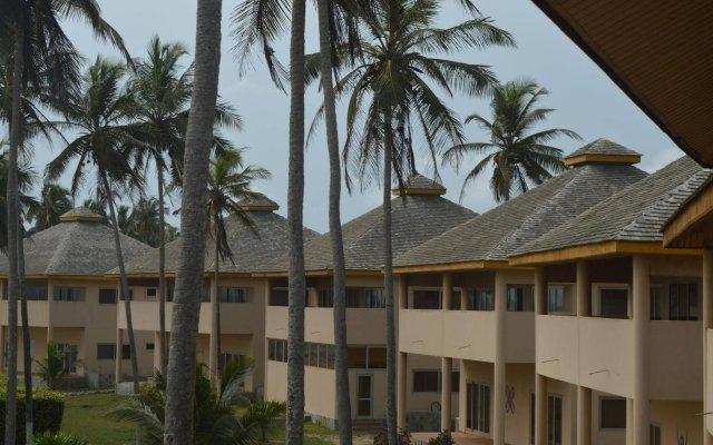 Отель Elmina Bay Resort вид на фасад
