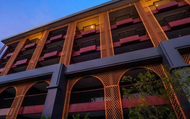Отель De Karon Пхукет вид на фасад