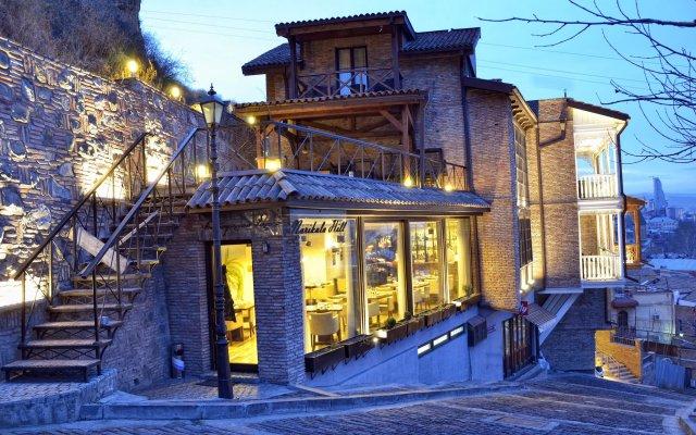 Отель Цитадель Нарикала вид на фасад