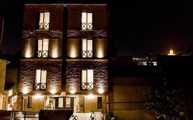 Old Side Hotel вид на фасад