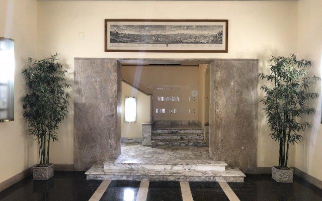 Отель CF Rome Rooms вид на фасад