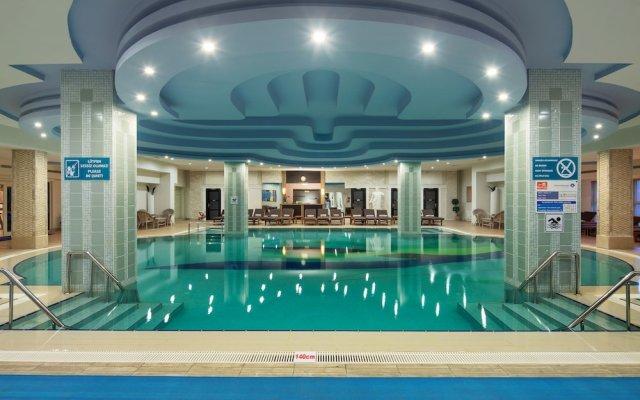 Отель Crystal Tat Beach Golf Resort & Spa вид на фасад