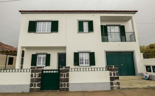 Отель Casa da Praia Португалия, Фурнаш - отзывы, цены и фото номеров - забронировать отель Casa da Praia онлайн вид на фасад