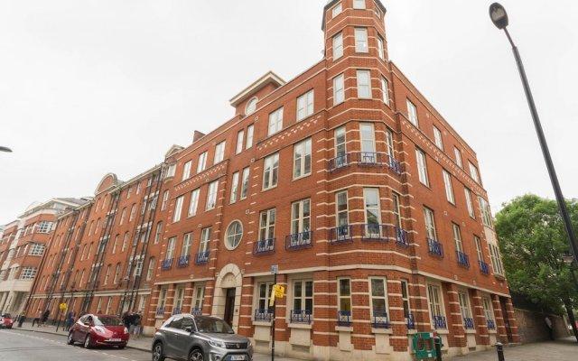 Отель 2 Bed, 2 bath flat in Covent Garden вид на фасад