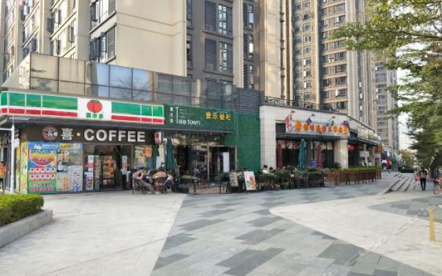 Luxiaoyi Theme Holiday Apartment (Guangzhou Tourist Area North Gate)