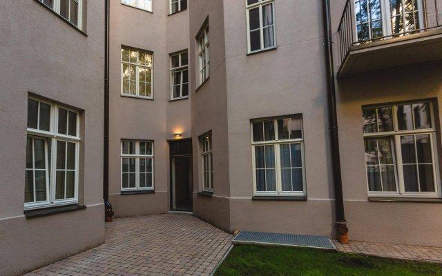 Отель Riga Lux Apartments - Skolas Латвия, Рига - 1 отзыв об отеле, цены и фото номеров - забронировать отель Riga Lux Apartments - Skolas онлайн вид на фасад
