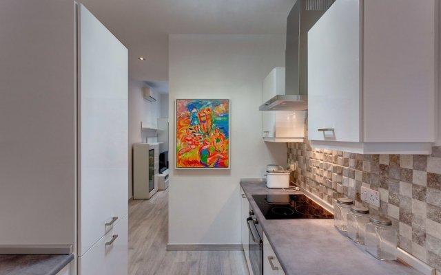 Отель Modern Apartment 20 Meters From the Promenade Мальта, Слима - отзывы, цены и фото номеров - забронировать отель Modern Apartment 20 Meters From the Promenade онлайн