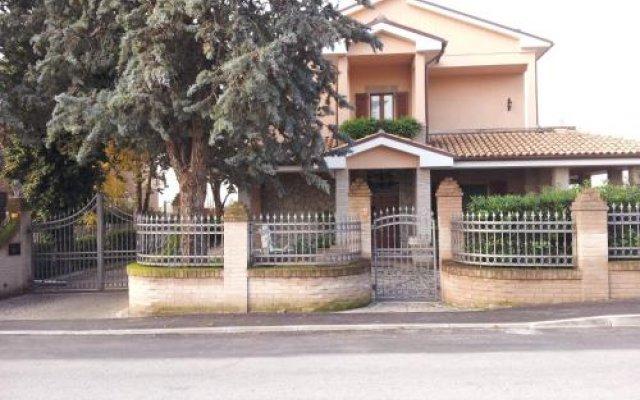 Отель Luconi Affittacamere Джези вид на фасад