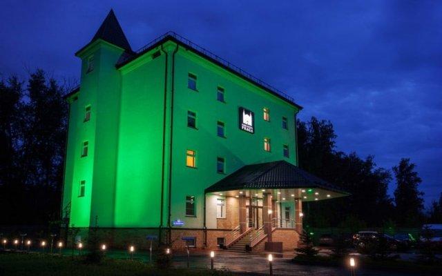 Гостиница Парк-отель Прага в Тюмени 10 отзывов об отеле, цены и фото номеров - забронировать гостиницу Парк-отель Прага онлайн Тюмень вид на фасад