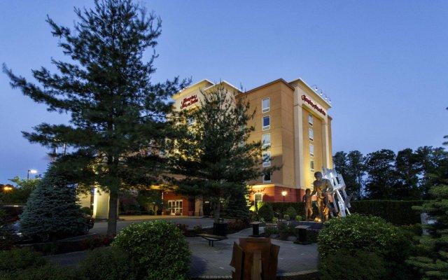 Отель Hampton Inn & Suites Staten Island США, Нью-Йорк - отзывы, цены и фото номеров - забронировать отель Hampton Inn & Suites Staten Island онлайн вид на фасад