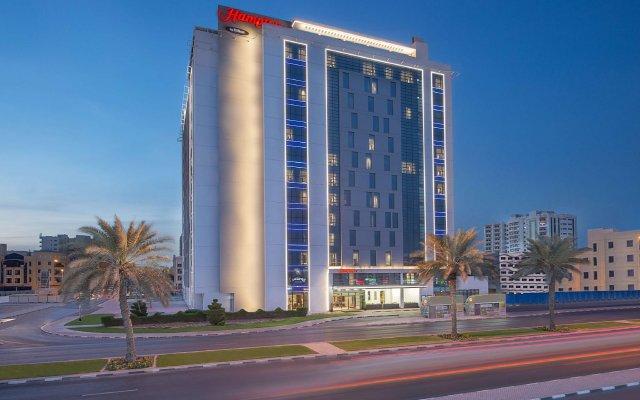 Отель Hampton by Hilton Dubai Airport вид на фасад