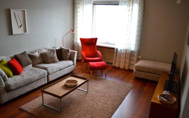 Апартаменты Helsinki Apartments комната для гостей