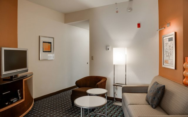 Отель Fairfield Inn And Suites By Marriott Lake City Лейк-Сити комната для гостей