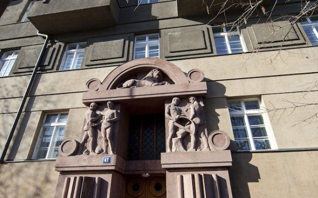 Апартаменты Spacious Treetop Apartment by easyBNB Прага вид на фасад