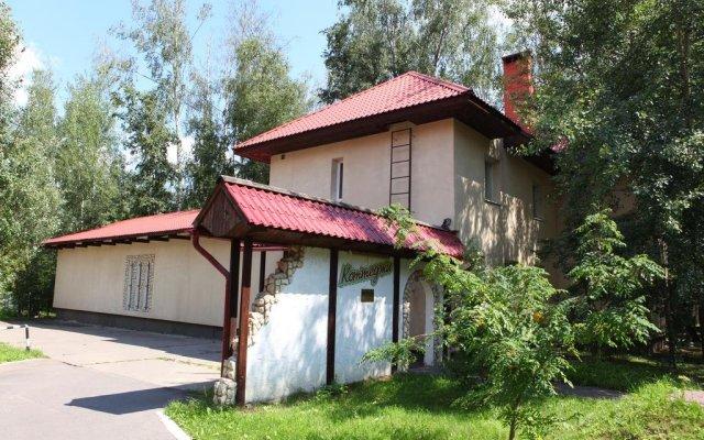 "Гостиница Джунгли, Загородный клуб ""Айвенго"" вид на фасад"