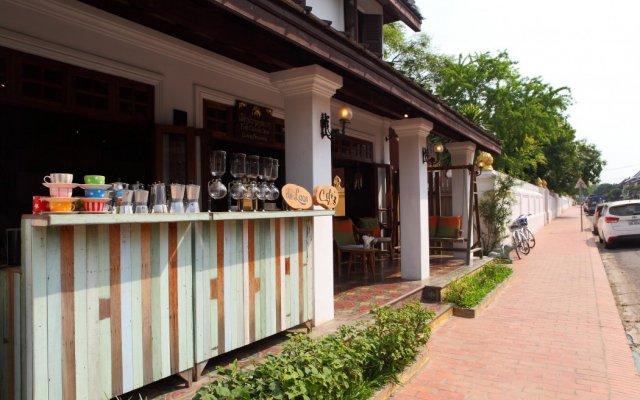 Отель Cafe de Laos Inn вид на фасад