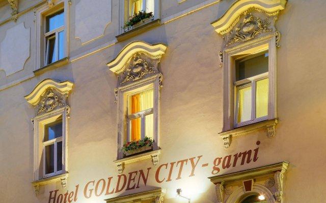 Отель Golden City вид на фасад