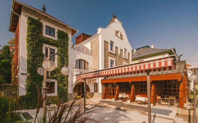 Отель Park Hotel Hévíz Венгрия, Хевиз - отзывы, цены и фото номеров - забронировать отель Park Hotel Hévíz онлайн вид на фасад