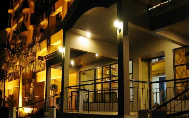 Отель Lancaster Hotel Cebu Филиппины, Лапу-Лапу - отзывы, цены и фото номеров - забронировать отель Lancaster Hotel Cebu онлайн вид на фасад