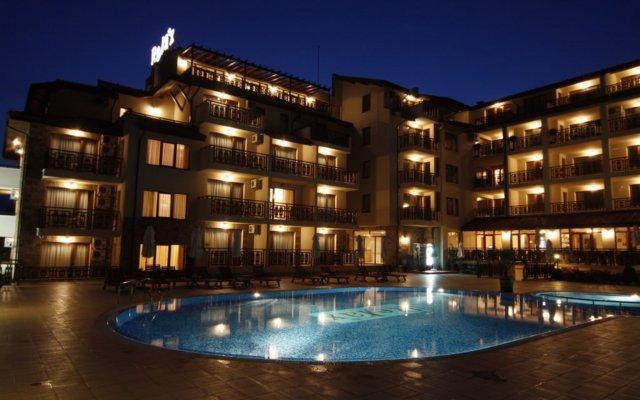 Отель Relax Holiday Complex & Spa вид на фасад