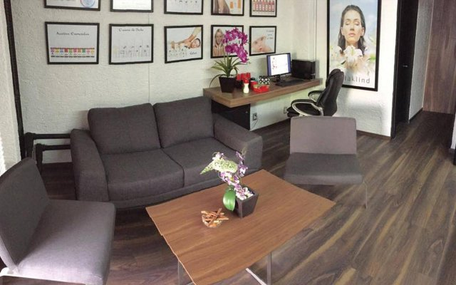 Отель Aurora Suites комната для гостей