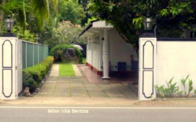 Отель Mihin Villa Bentota Шри-Ланка, Бентота - отзывы, цены и фото номеров - забронировать отель Mihin Villa Bentota онлайн вид на фасад