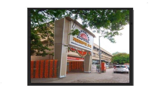 Hotel Maharana Inn Chembur вид на фасад