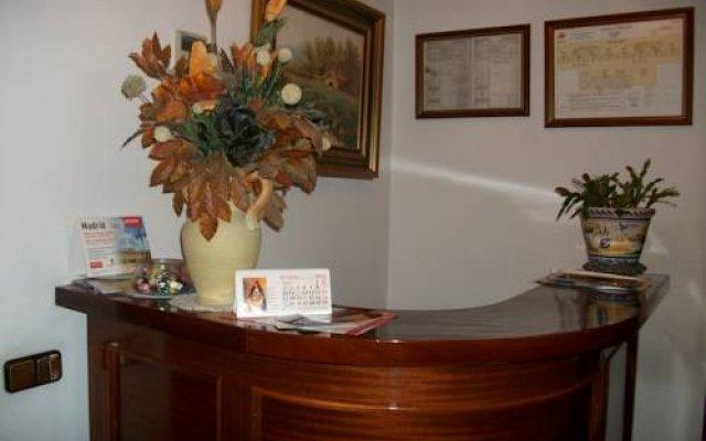 Отель Hostal Alfaro Испания, Мадрид - отзывы, цены и фото номеров - забронировать отель Hostal Alfaro онлайн интерьер отеля