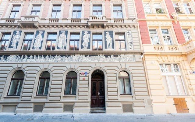 Отель Ostrovni Apartment Чехия, Прага - отзывы, цены и фото номеров - забронировать отель Ostrovni Apartment онлайн вид на фасад