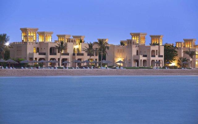 Отель Hilton Al Hamra Beach & Golf Resort вид на фасад