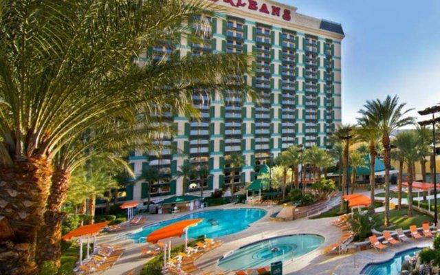 The Orleans Hotel & Casino вид на фасад
