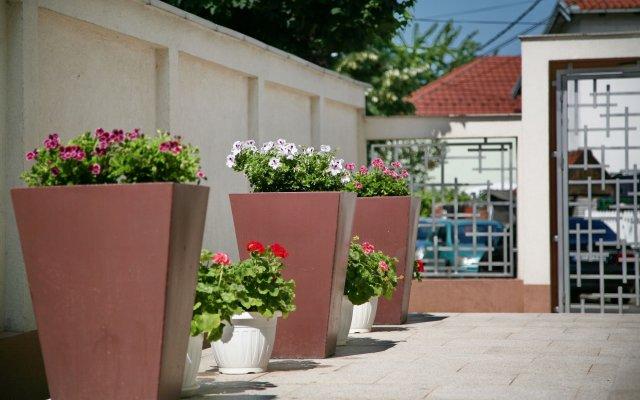 Отель Апарт-Отель Lala Luxury Suites Сербия, Белград - отзывы, цены и фото номеров - забронировать отель Апарт-Отель Lala Luxury Suites онлайн вид на фасад