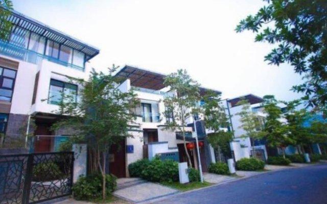 Moon River Yard Villa