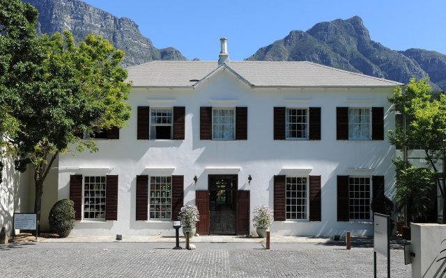 Vineyard Hotel вид на фасад