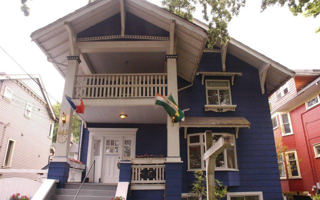Отель Cambie Lodge B&B Канада, Ванкувер - отзывы, цены и фото номеров - забронировать отель Cambie Lodge B&B онлайн вид на фасад
