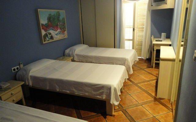 Отель Hostal La Aduana комната для гостей