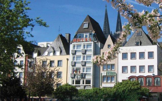 Hotel Römerhafen вид на фасад