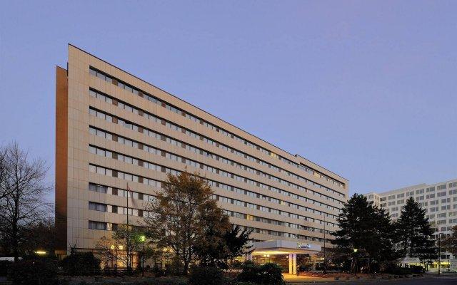 Radisson Blu Scandinavia Hotel, Düsseldorf вид на фасад